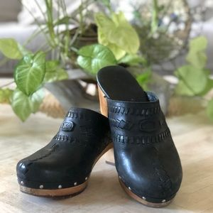 Uggs Black Leather Clog Mules Sz 7